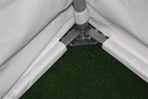 Foto de barra de tierra instalada en carpa blanca