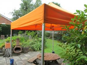 carpa plegable naranja para jardín